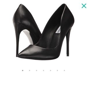 Steve Madden Black leather pumps